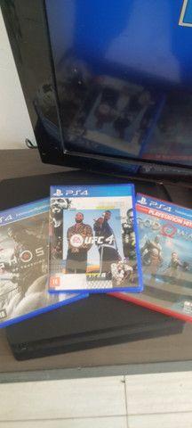 Playstation 4 1TB 12 jogos aceito cartão  - Foto 2