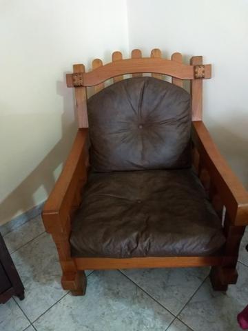 Vendo sofá de madeira,pra vida toda - Foto 2