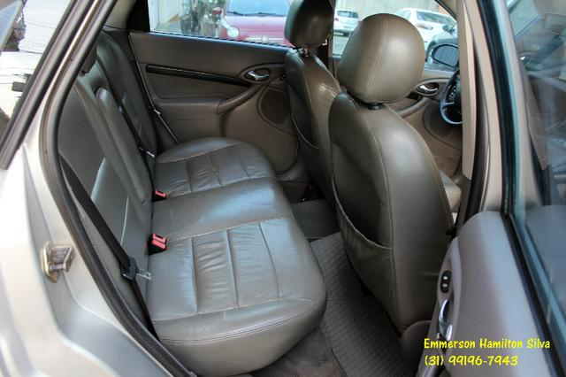 Focus Sedan Ghia 2.0 16V Flex - Foto 12