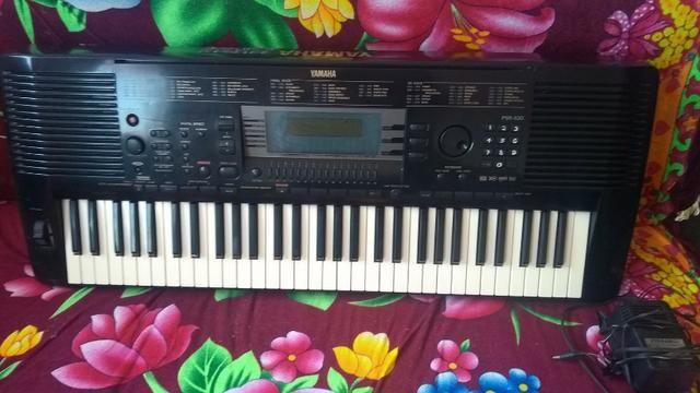 Vende-se um teclado profissional 950,00