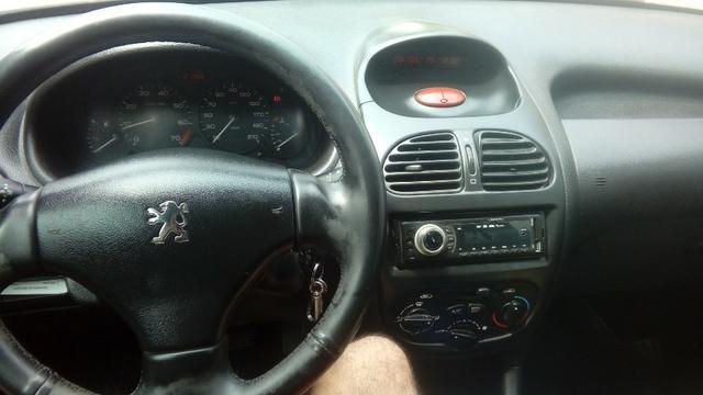 Peugeot 206 1.4 completo c/ GNV - Pouco rodado e em ótimo estado (2006/2007) - Foto 6