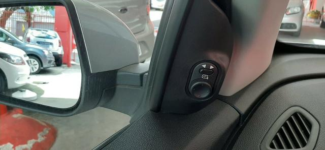 Prisma Lt 1.4 2019 Prata 30mil kms - Financia sem entrada - aceita carro na troca - Foto 3