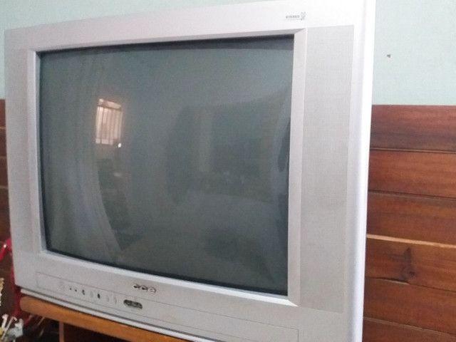 01 TV 29' polegadas CCE + 01 Controle com pilhas.