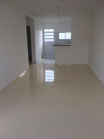 Casas na planta em Condomínio Fechado, de 2 quartos com suíte e porcelanato - Foto 4