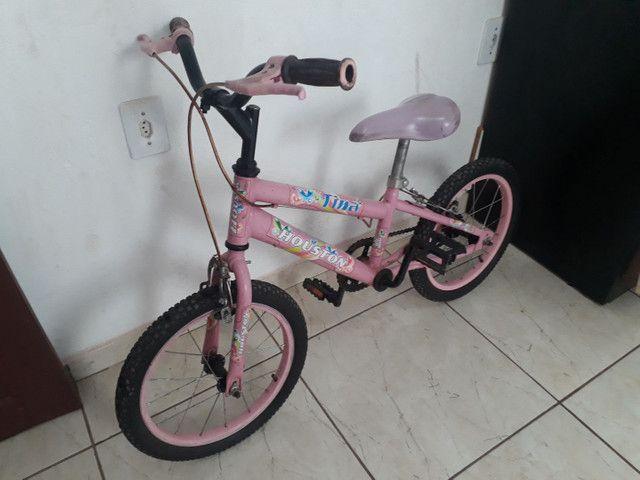 Vende-se uma bicicleta infantil feminina, pra idade de 4 a 7 anos. - Foto 4