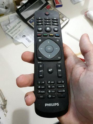 TV PHILIPS 32 POLEGADAS COM DEFEITO NA TELA - Foto 3