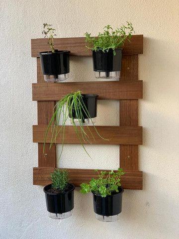 Horta vertical com vasos autoirrigáveis  - Foto 3