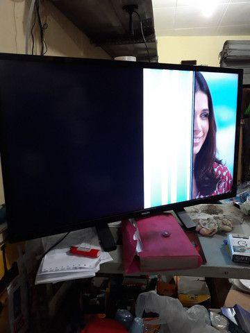 TV PHILIPS 32 POLEGADAS COM DEFEITO NA TELA - Foto 2