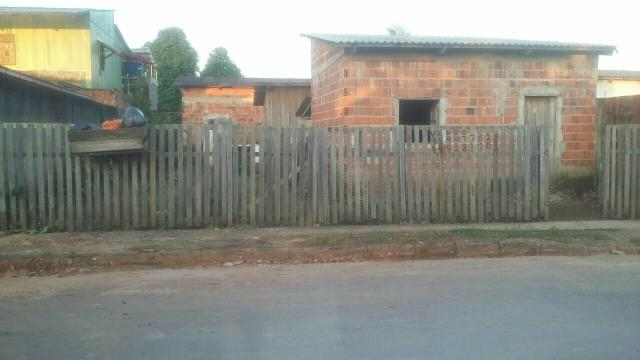Vende - se duas casa num terreno so as duas são de alvenaria