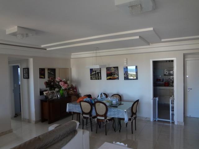 Lindo apartamento na Atalaia, vista para o mar, sala ampliada e DCE