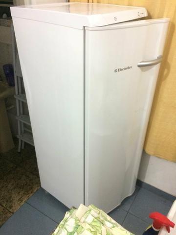 Freezer Electrolux FE22 127v 173L