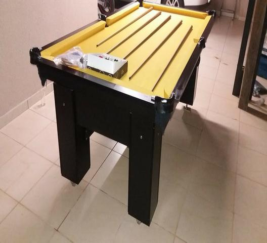 Mesa Quatro Pés laterais Cor Preta Tecido Amarelo Mod. ERDL0124 - Foto 3