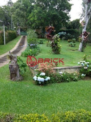 Maravilhoso sítio com área de mais de 5 mil m² com casa principal e casa de caseiro.