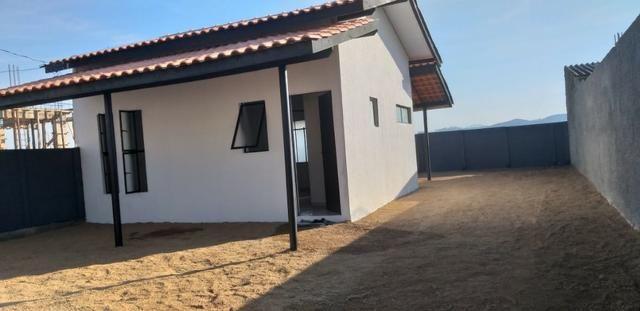Casa Sozinha no terreno, 2 quartos, somente 58.900,00 + prestações, não precisa de banco