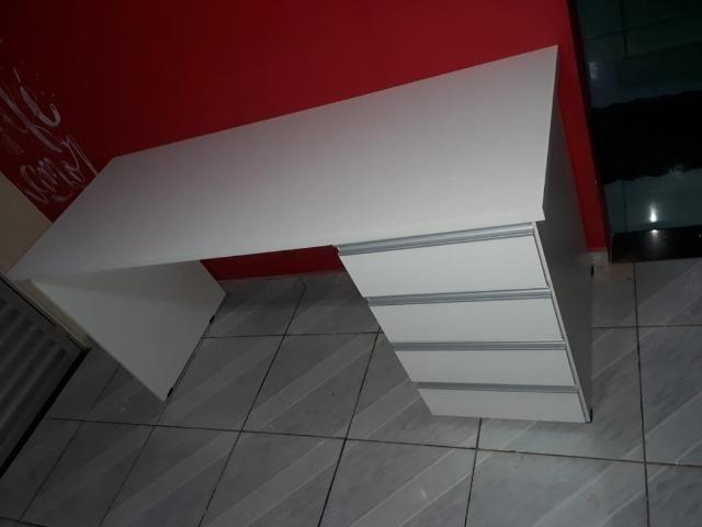 Mesa em mdf para escritorio ou para estudo - Foto 4