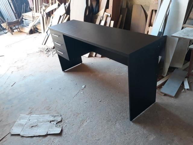 Mesa em mdf para escritorio ou para estudo - Foto 6