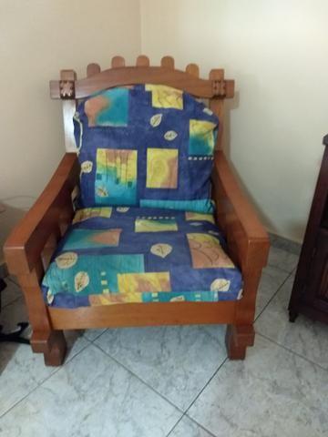 Vendo sofá de madeira,pra vida toda