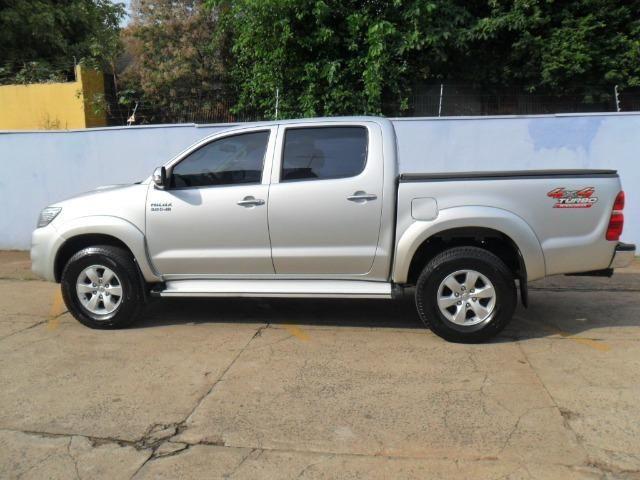 Toyota Hilux CD Srv D4-D 5 marchas 4x4 3.0 Tdi Diesel Aut - Foto 3
