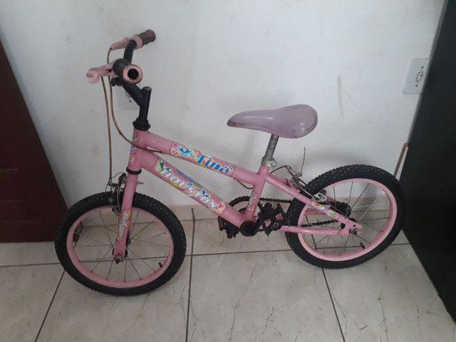 Vende-se uma bicicleta infantil feminina, pra idade de 4 a 7 anos. - Foto 3