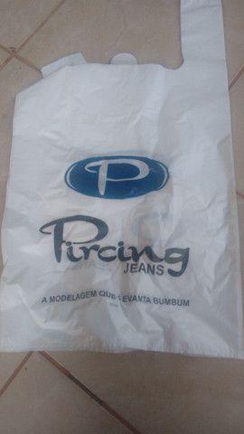vendo essas sacolas tamanho 70 por 80 tem 4.500 e a pequena 30 por 45