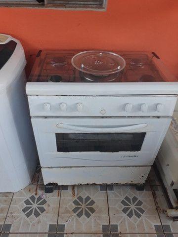 Vendo fogâo 5 bocas eletrico muller e prato de microondas universal - Foto 2