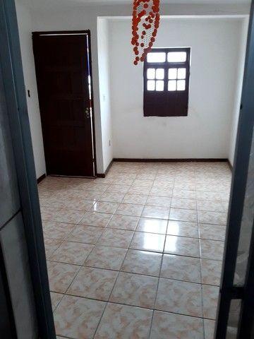 Aluga-se apartamento próximo ao farol de itapuã com vaga de estacionamento  - Foto 3