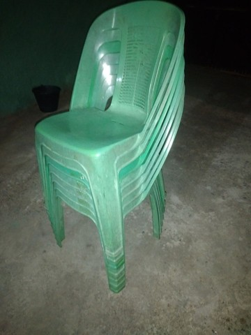 Venda uma cama de solteiro biboquis e 7 cadeiras  - Foto 2