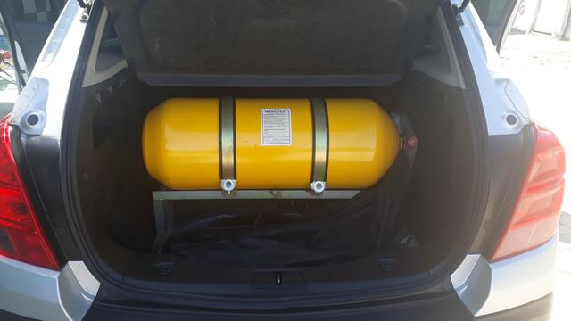 Vendo Chevrolet track LTZ 1.8 2015/1015 obs: com kit gás