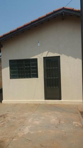 Casa com dois quartos sala cozinha e lavanderia coberta - Foto 2