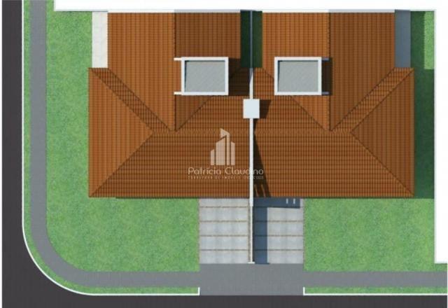 Casa de esquina com amplo espaço de terreno! - Foto 2