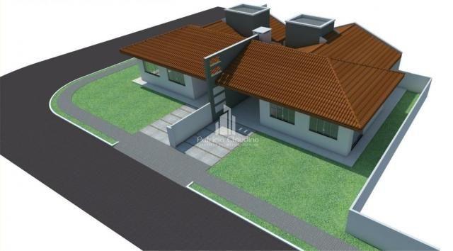 Casa de esquina com amplo espaço de terreno! - Foto 3