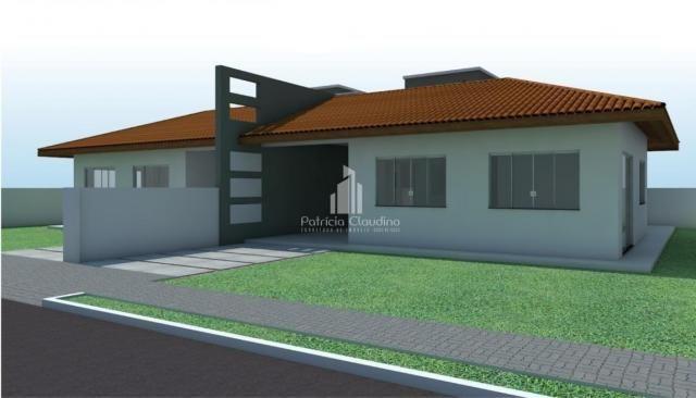 Casa de esquina com amplo espaço de terreno! - Foto 4