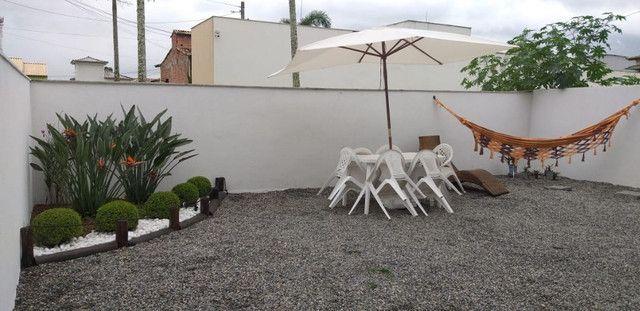 Casa de 3 quartos com suite em condomínio com lavabo, garagem para 4 carros e quintal - Foto 16