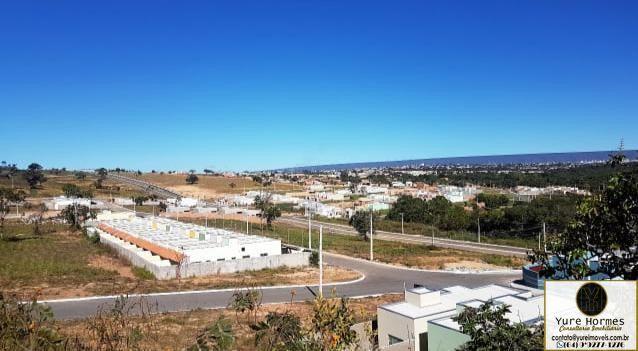 Terrenos financiados com água e asfalto