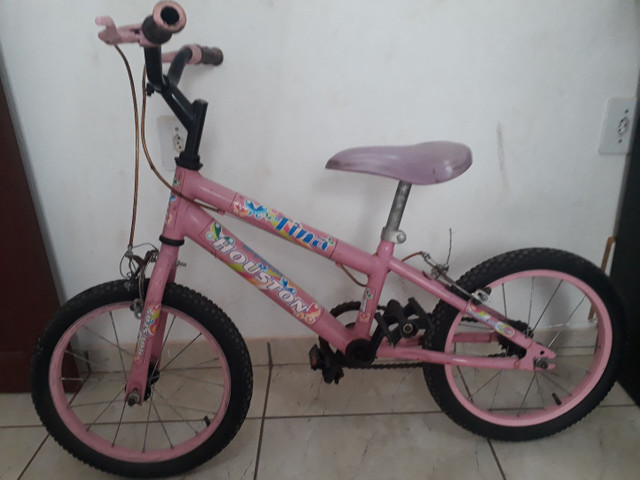 Vende-se uma bicicleta infantil feminina, pra idade de 4 a 7 anos. - Foto 2