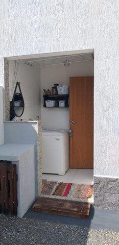 Casa de 3 quartos com suite em condomínio com lavabo, garagem para 4 carros e quintal - Foto 10