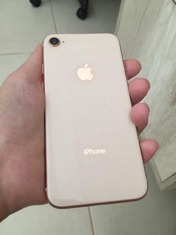 Celular iPhone 8 Rose Gold 64gb semi novo sem detalhes