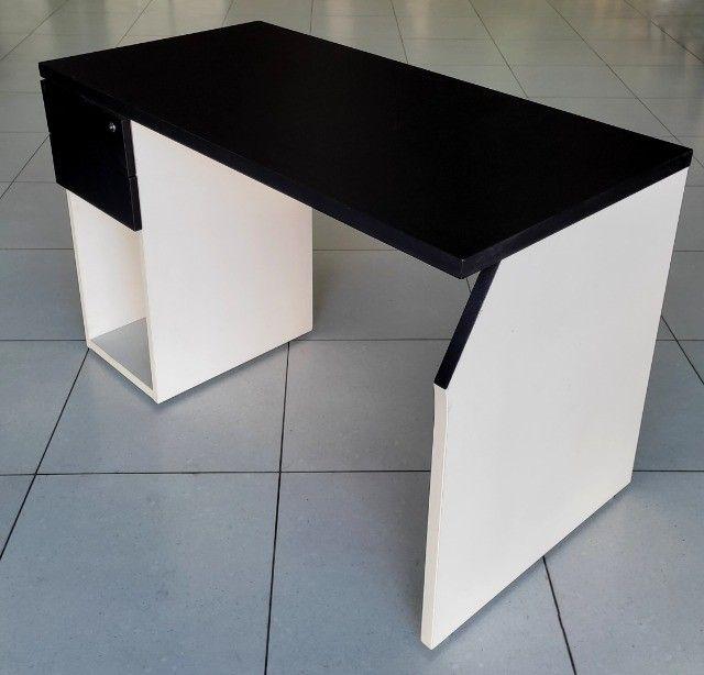 Mesa Escrivaninha com 2 Gavetas 150x60 Preta Semi Nova