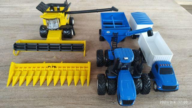 Conjunto de colheita 1/64 New Holland CR990 e T9645 - Foto 5