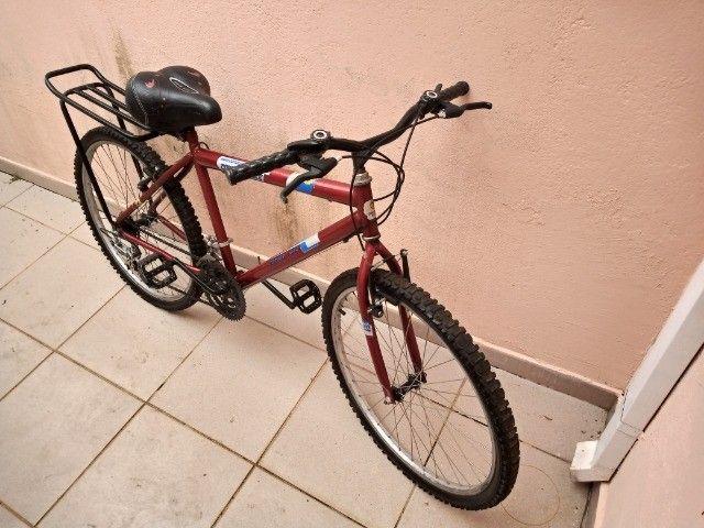 Bicicletas  Aro 26   muito pouco usada. - Foto 3