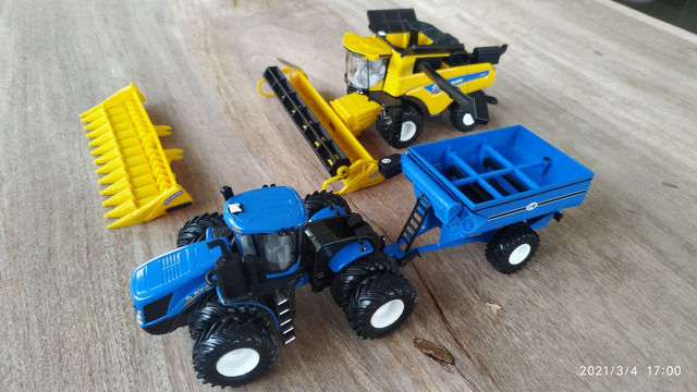 Conjunto de colheita 1/64 New Holland CR990 e T9645 - Foto 3