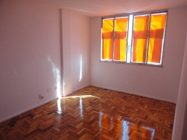 Apartamento com vaga de garagem, composto por sala, 2 quartos, banheiro social, cozinha, á - Foto 4
