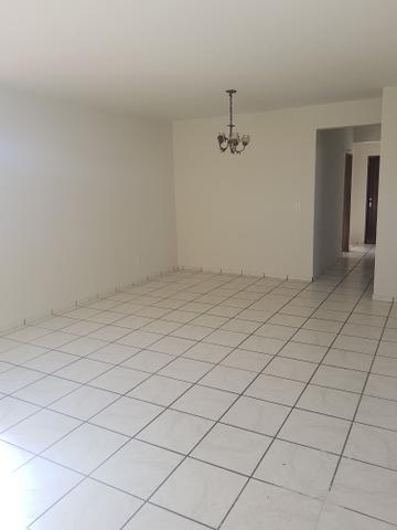 Aluga se esse apartamento no 5 andar sombra no alecrim, valor 1.500 com o condomínio e gas