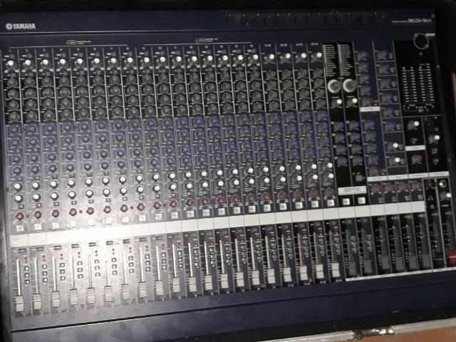 Mesa De Som Yamaha 24/14fx + Case De Altíssima Qualidade