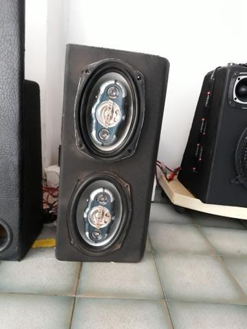 Caixa de som com duas 6x9 HBuster