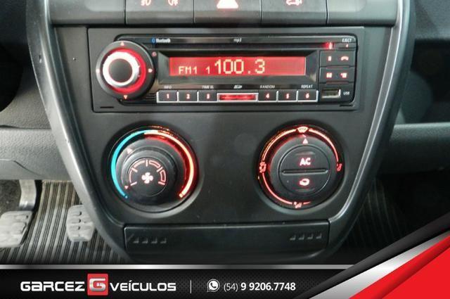 Vw - Volkswagen Crossfox 1.6 Flex Manual Topo de Linha Airbag ABS Comandos no Volante - Foto 14