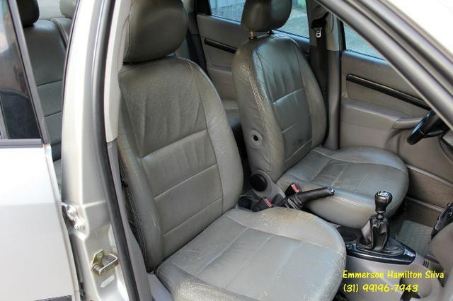 Focus Sedan Ghia 2.0 16V Flex - Foto 11