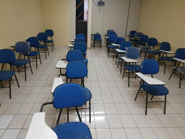 Vendo 30 cadeiras universitárias - Foto 2