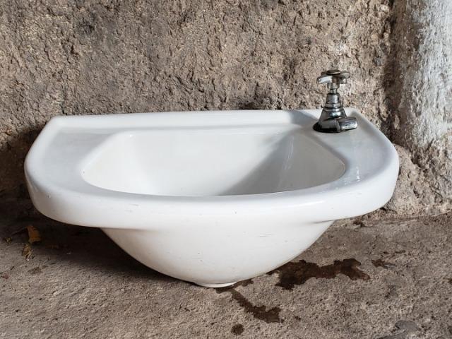 Pia para banheiro em porcelana