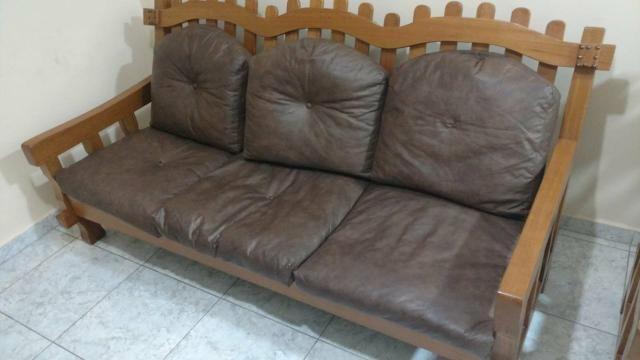 Vendo sofá de madeira,pra vida toda - Foto 3